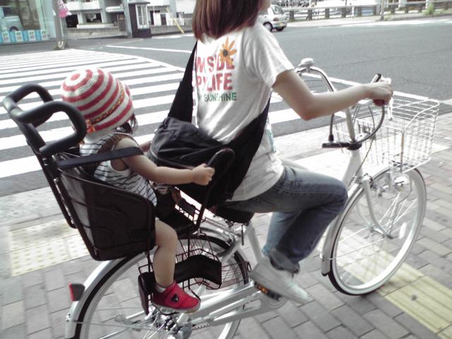 チャリに乗る京那