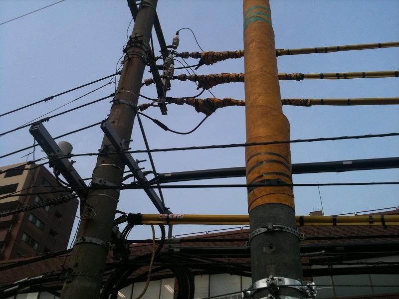 新品の電柱