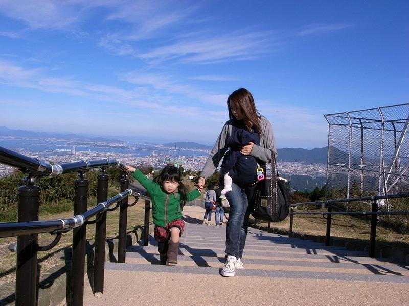 階段登る京那