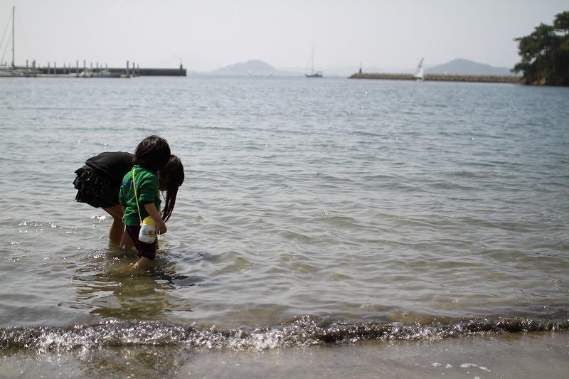 海にガンガン入る京那